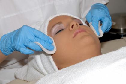 peeling, reduction taches cutanées, réduction tâches cutanées, lissage de la peau, traitement acnée, acide trichloracétique,